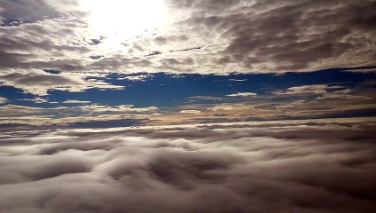 Between_the_clouds_CCBY_NatureClip