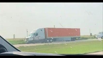 Ce camion transporte un chargement venu des enfers...