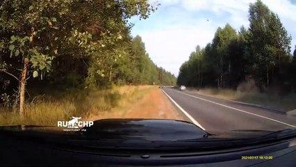 Il évite un idiot qui fait demi tour en pleine route... bon réflexe