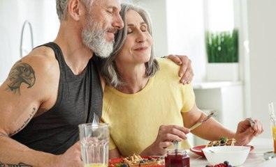 Les experts affirment que ces aliments peuvent réduire l'effet de l'âge après 50 ans