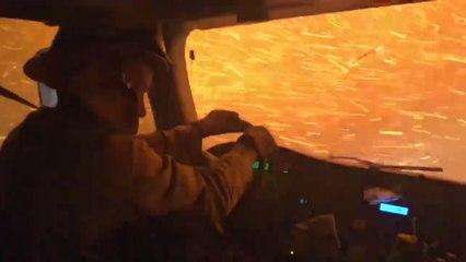 Impressionnant : des pompiers circulent au cœur d'un feu de forêt en Californie