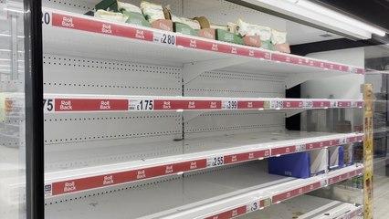 Des milliers d'employés en quarantaine, les rayons sont vides en Angleterre