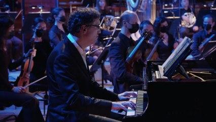 Piazzolla : Siempre se vuelve a Buenos Aires (Mariana Flores)