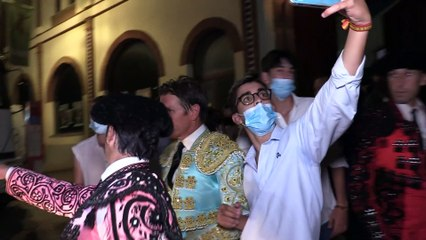 Alba Díaz y Virginia Troconis, lágrimas y por la cogida de 'El Cordobés' en Fuengirola