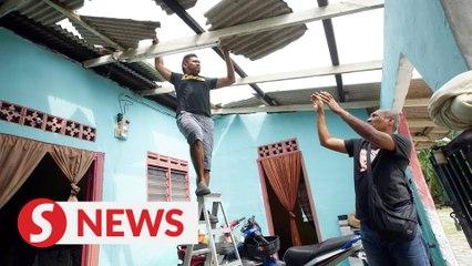 'Small tsunami' damages houses in Kota Tinggi district