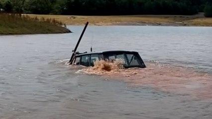 Abgetaucht: Range Rover wird zum U-Boot