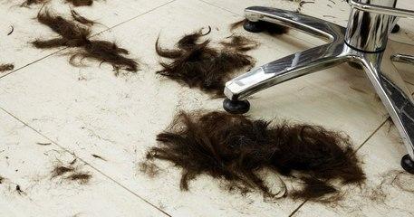 Un collectif de coiffeurs britanniques recycle les cheveux pour nettoyer les océans ou en faire du compost