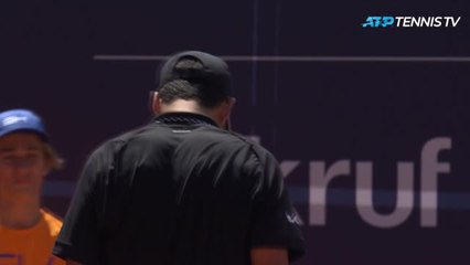 Munar produces one of the worst serves of the year