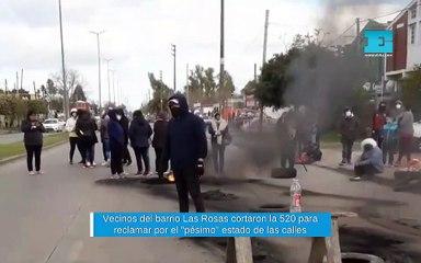 """Vecinos del barrio Las Rosas cortaron la 520 para reclamar por el """"pésimo"""" estado de las calles"""