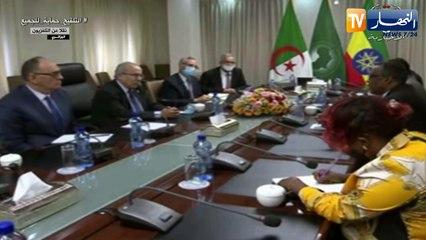 رمطان لعمامرة يعقد جلسة عمل مع نائب الوزير الأول وزير الشؤون الخارجية الإيثيوبي