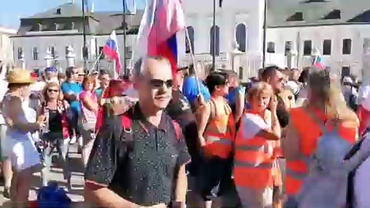 ZÁZNAM: Protesty pred Prezidentským palácom