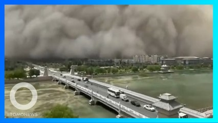 高逾百米「沙塵牆」吞沒整座城市