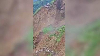 Straße verschwindet im Abgrund – massiver Erdrutsch in Nordindien