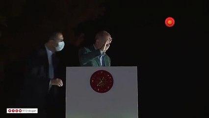 Erdoğan, Marmaris'te çay dağıttı