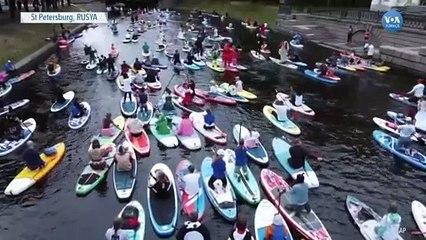 Binlerce Kişi St Petersburg'da Kürek Çekti