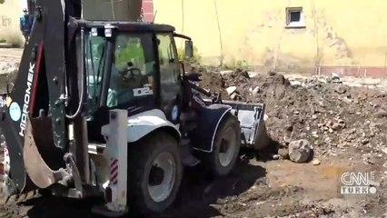 Çaldıran'daki selde araçlar sürüklendi