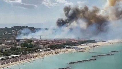 Flammenhölle im Badeort: Feuer wüten an Italiens Adriaküste