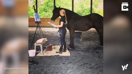 Pferd malt Gemälde und verdient ein Vermögen
