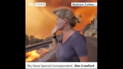 SkyNews muhabiri alevlerin içinde
