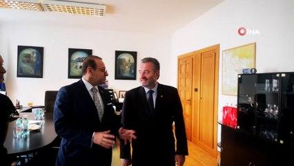 - Prag Büyükelçisi Bağış, Birinci Dünya Savaşı'nda Türk askerlerinin namaz kıldığı odayı ziyaret etti