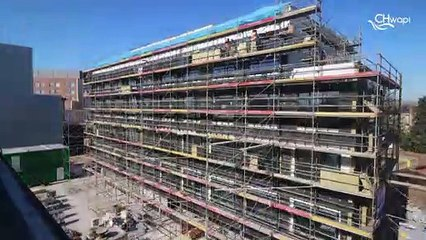 """Construction (vidéo 2) du bâtiment du Site Unique du CHwapi (Copyright """"Gregory Halliday Timelapse"""")"""
