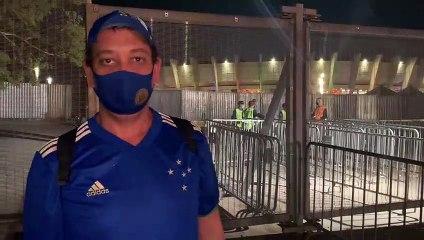 Torcedor do Cruzeiro lamenta demora para abertura de portões do Mineirão