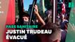 Justin Trudeau visé par des graviers lancés par des anti-mesures sanitaires