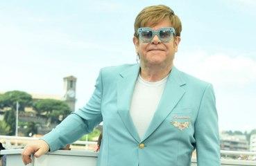Elton John 'fortunato' per non aver contratto l'HIV negli anni '80