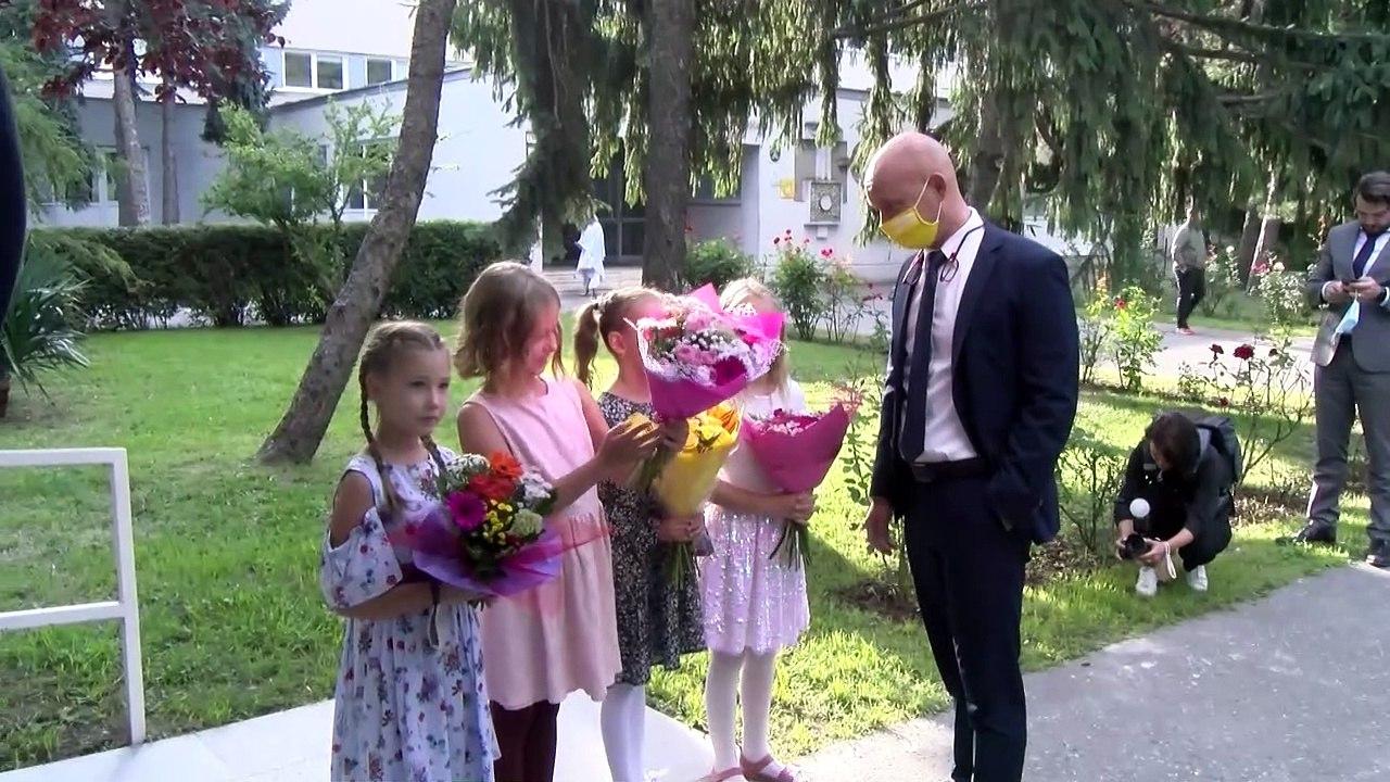 ZÁZNAM: Prvý školský deň - brífing premiéra E. Hegera