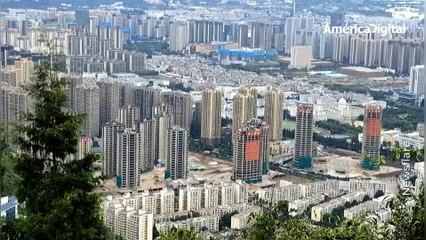 Video: el increíble momento en que 15 edificios son demolidos al mismo tiempo en China
