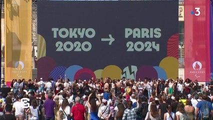 La cérémonie de passation entre les JO de Tokyo et Paris