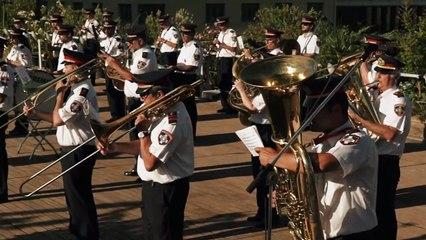 Η μπάντα του Δήμου Αθηναίων παίζει Μίκη Θεοδωράκη