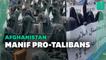 À Kaboul, des afghanes entièrement voilées manifestent pour défendre les talibans