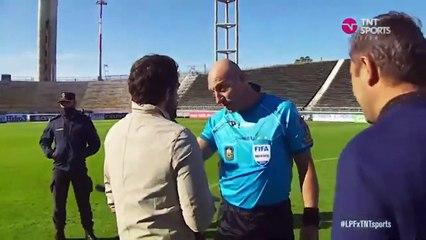 El cruce de Fernando Gago con Néstor Pitana y los árbitro[1]