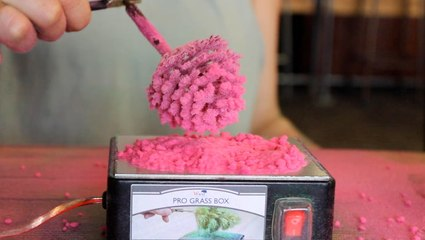 Miniature trees are made using static electricity