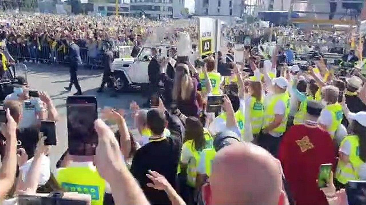 ZÁZNAM: Veriaci v Prešove čakajú na príchod pápeža