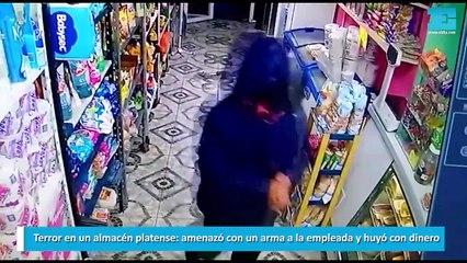 Terror en un almacén platense amenazó con un arma a la empleada y huyó con dinero
