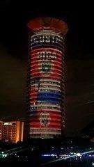 Edificio en Nairobi con la bandera del Bicentenario