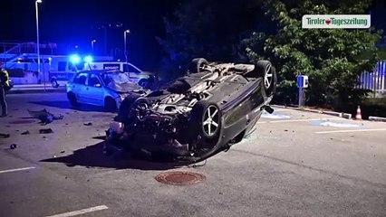 """Betrunkener Lenker durchbrach in Innsbruck Zaun und """"flog"""" gegen Pkw"""