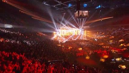 """Extrait du concert donné à Bercy le 14 septembre 2021 : """"Allumer le feu"""" de Johnny Hallyday"""
