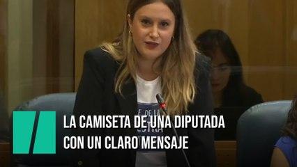 La camiseta con la que una diputada de Podemos ha ido a la Asamblea: mensaje clarísimo