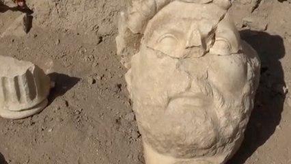 Hallan la escultura de mármol más grande de la historia del emperador Adriano