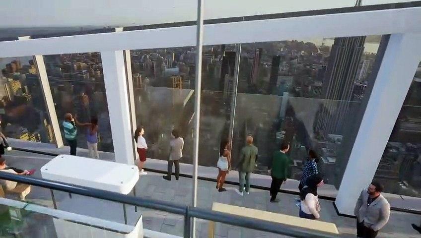 مصعد زجاجي يأخذك إلى قمة ناطحة سحاب وتجربة مذهلة لرؤية مدينة نيويورك