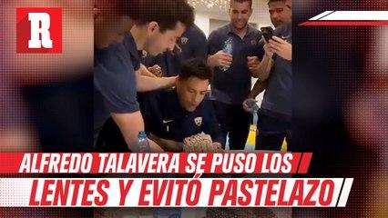 Alfredo Talavera evitó pastelazo de cumpleaños con espectacular reacción