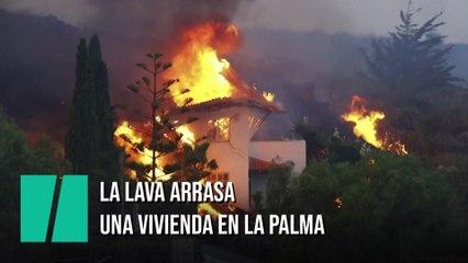 La lava arrasa una casa en La Palma