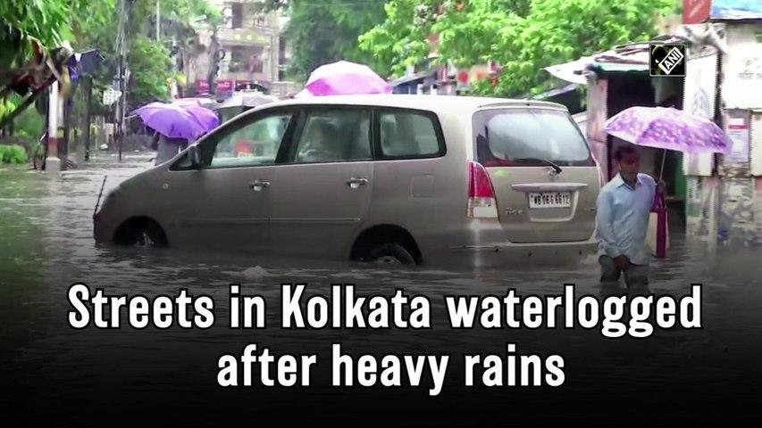 Streets in Kolkata waterlogged after heavy rains