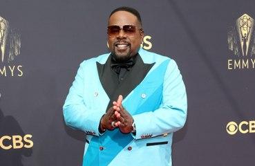 Cedric the Entertainer mocks royals at Emmy Awards