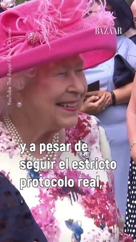 La reina Isabel II también tiene su lado divertido.