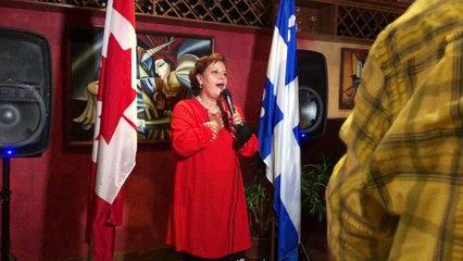 La députée Alexandra Mendès s'adresse à son équipe
