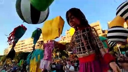 La poupée Amal, déambule dans Toulon